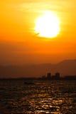 Zmierzch przy miastem Enoshima, Japonia obraz royalty free