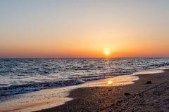 Zmierzch przy nadmorski Plaże żółty piasek zdjęcia royalty free