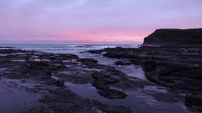 Zmierzch przy plażową Curio zatoką w Catlins, Nowa Zelandia fotografia royalty free