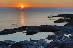Zmierzch przy plażową Treyarnon zatoką Cornwall Anglia UK w lecie zdjęcia royalty free