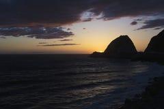 Zmierzch przy punktem Mugu, Pacyficzny ocean, Malibu, Los Angeles, Kalifornia, usa Fotografia Royalty Free