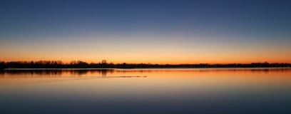 Zmierzch przy Reeuwijk jeziornym okręgiem, Holandia Obrazy Royalty Free