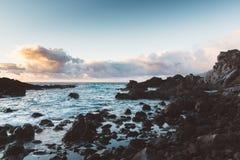 Zmierzch przy skalistym wybrzeżem Tenerife fotografia royalty free