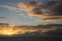 Zmierzch przy Waikiki plażą Hawaje zdjęcie royalty free