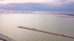 Zmierzch przy zakazu Amphure plażą, Sattahip, Chonburi okręg, Tajlandia zbiory wideo
