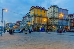 Zmierzch scena Ribeira brzeg rzeki w Porto, Zdjęcie Stock