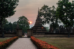 Zmierzch w świątyni przy Sukhothai światowego dziedzictwa miejscem Zdjęcie Royalty Free