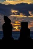 Zmierzch w Ahu Tahai, Wielkanocna wyspa, Chile Obrazy Stock