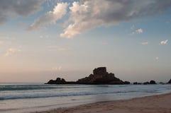 Zmierzch w Algarve Castelejo plaży, Portugalia Obrazy Stock