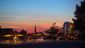 Zmierzch w Frankfurt magistrala - Am - promenader zdjęcie wideo