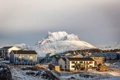 Zmierzch w Greenland kapitałowy Nuuk, Sermitsiaq góra w bac Zdjęcie Royalty Free