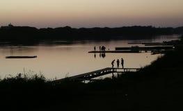 Zmierzch w jeziorze fotografia stock