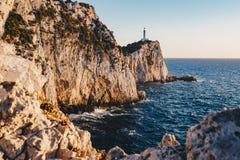 Zmierzch w Lefkada przy przylądka Lefkatas latarnią morską, ostrość na th obrazy royalty free