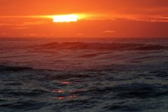 Zmierzch w morzu zdjęcie stock