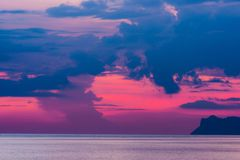 Zmierzch w oceanie w Ko Samui wyspie Zdjęcie Stock