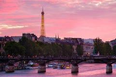 Zmierzch w Paryż nad rzecznym wontonem Zdjęcie Stock