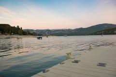 Zmierzch w plaży Sainte Croix jezioro, Verdon naturalny park, Francja zdjęcia stock