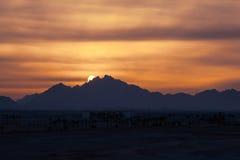 Zmierzch w pustyni - Sahara góry Obrazy Royalty Free