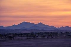 Zmierzch w pustyni - Sahara góry Obraz Stock