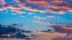 Zmierzch z błękita i menchii niebem w nabrzeżnym południowym Florida fotografia stock