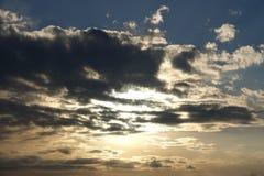 Zmierzch z burz chmurami Zdjęcia Royalty Free