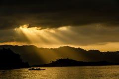 Zmierzch z górami i Filipiny obraz stock