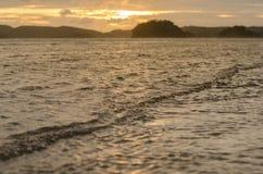 Zmierzch z plażą i morzem Obraz Royalty Free