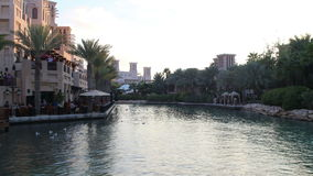 Zmierzch zatoki 4k czasu turystyczny upływ od Dubai miasta zbiory wideo