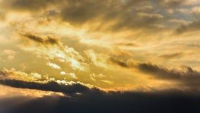 Zmierzch, zmierzchu nieba zima, słońce chmurnieje Zdjęcie Royalty Free