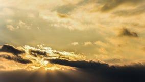 Zmierzch, zmierzchu nieba zima, słońce chmurnieje Fotografia Stock