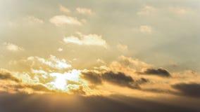 Zmierzch, zmierzchu nieba zima, słońce chmurnieje Zdjęcia Stock