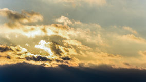 Zmierzch, zmierzchu nieba zima, słońce chmurnieje Obrazy Royalty Free