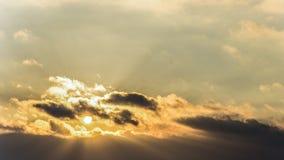 Zmierzch, zmierzchu nieba zima, słońce chmurnieje Obraz Royalty Free