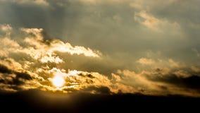 Zmierzch, zmierzchu nieba zima, słońce chmurnieje Fotografia Royalty Free