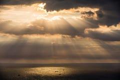 Zmierzchowi słońce promienie Zdjęcia Stock