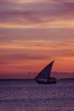 Zmierzchu żagiel blisko Zanzibar wyspy Fotografia Stock