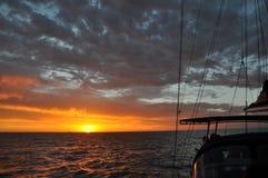 Zmierzchu żagiel na oceanie indyjskim Obrazy Royalty Free
