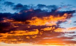 Zmierzchu dramatyczny niebo obraz royalty free