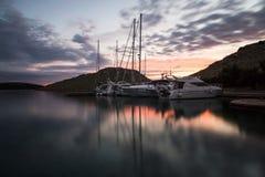 Zmierzchu i luksusu jachty w marina Obraz Royalty Free