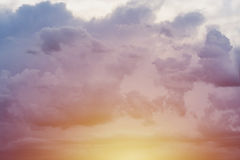 Zmierzchu koloru żółtego niebieskie niebo zdjęcia royalty free