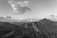 Zmierzchu Lechquellengebirge góry od Furkajoch, Austria obraz stock