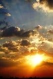 Zmierzchu nieba światła słonecznego sezonu tła chmury nieba pogodnego pięknego kolorowego pięknego zmierzchu plenerowy tło Obrazy Royalty Free