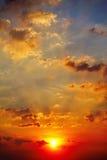 Zmierzchu nieba światła słonecznego sezonu tła chmury nieba pogodnego pięknego kolorowego pięknego zmierzchu plenerowy tło Fotografia Stock