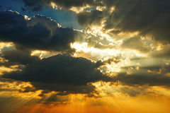 Zmierzchu nieba światła słonecznego sezonu tła chmury nieba pogodnego pięknego kolorowego pięknego zmierzchu plenerowy tło Zdjęcia Royalty Free