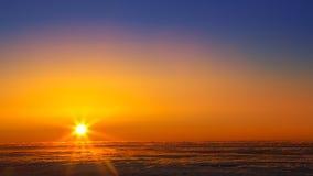 Zmierzchu niebo nad mgiełki morzem chmury w losie angeles Palma Obrazy Royalty Free