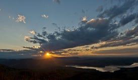 Zmierzchu niebo nad szczytem w Drakensberg Południowa Afryka Zdjęcie Royalty Free