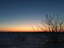 Zmierzchu niebo w polu z różnymi kolorami Zdjęcie Stock