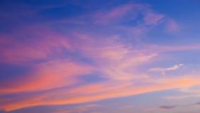 Zmierzchu niebo z różowymi chmurami, abstrakcjonistyczny tło Obraz Royalty Free