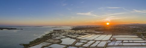 Zmierzchu powietrzny panoramiczny widok w Ria Formosa bagien naturalnym parku, Algarve Obraz Stock