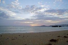 Zmierzchu słońce nad oceanem Jaskrawi kolory wieczór niebo zdjęcie stock